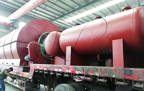 内蒙古地区订购的两台10吨轮胎炼油设备完成发货
