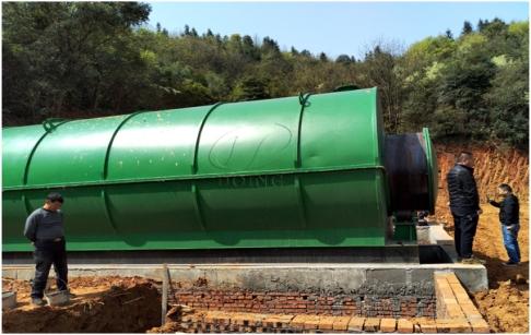 两台10吨废旧轮胎炼油设备在湖南地区成功安装