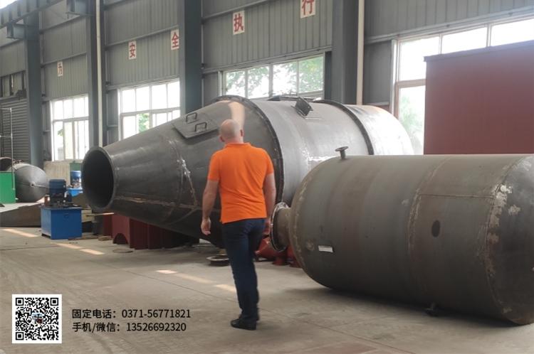英国客户来河南东盈考察废塑料炼油设备